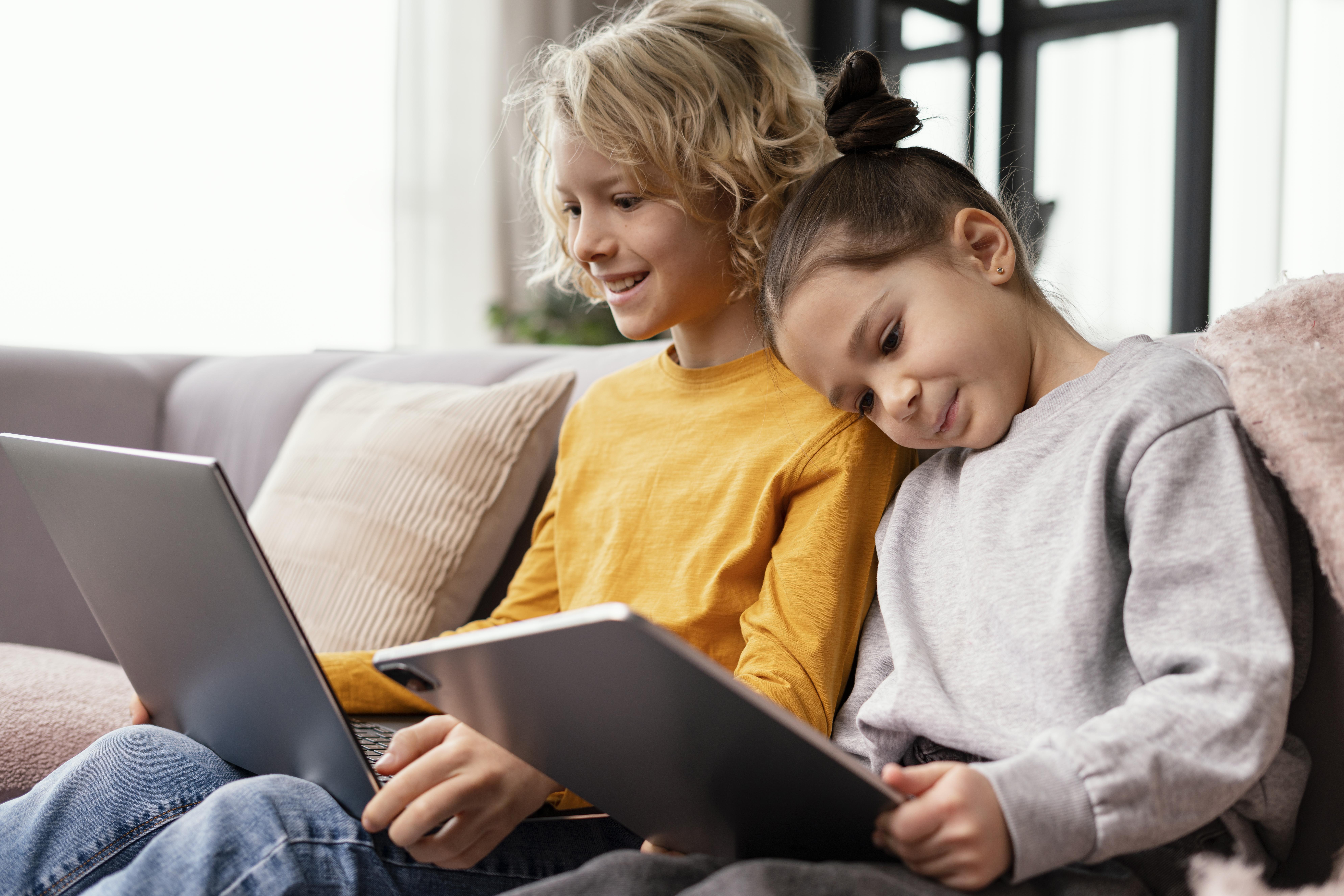 Kinder und digitale Lernbegleiter